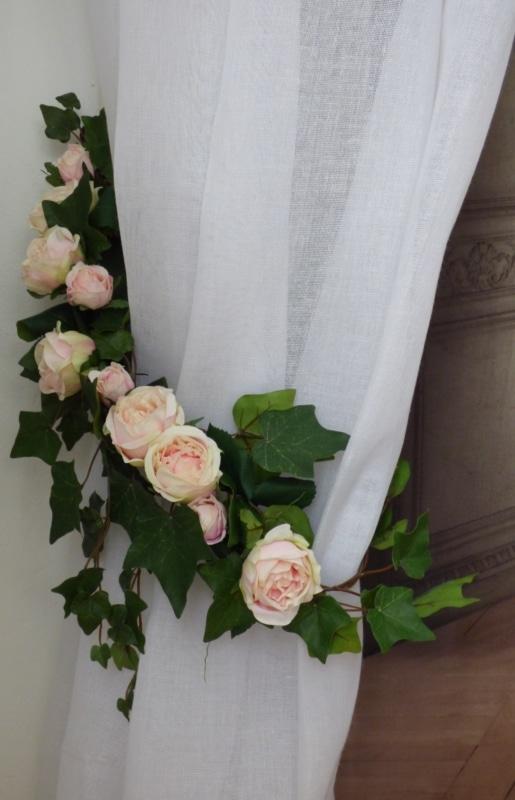 embrasse florale mod le guirlande de roses le monde de rose. Black Bedroom Furniture Sets. Home Design Ideas