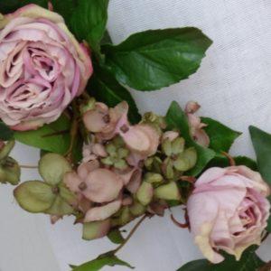 embrasse de rideau roses et hortensias