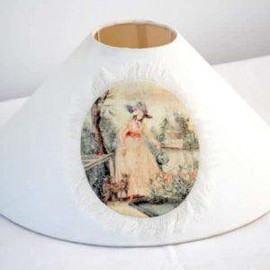 Abat-jour blanc avec médaillon imprimé LADY GARDENER de la marque Coquecigrues