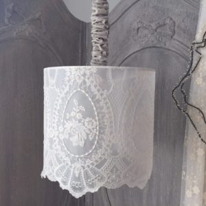 Suspension SHABBY en dentelle