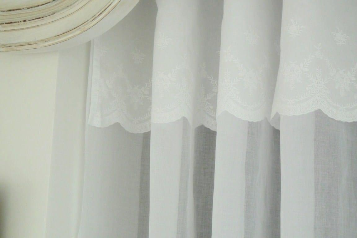 rideau organdi blanc mod le pur la paire le monde de rose. Black Bedroom Furniture Sets. Home Design Ideas