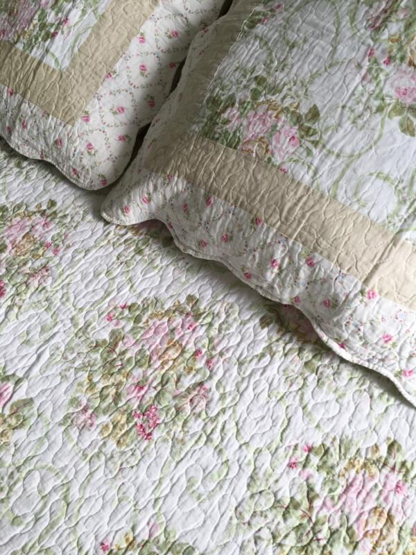 Couvre lit plaids boutique d coration le monde de rose - Couvre lit boutis maison du monde ...
