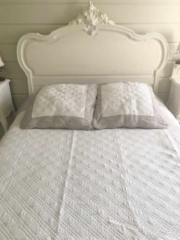 boutis mod le jeanne le monde de rose. Black Bedroom Furniture Sets. Home Design Ideas
