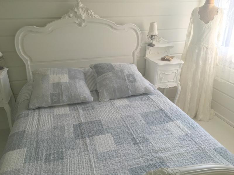 boutis mod le monogramme gris bleu le monde de rose. Black Bedroom Furniture Sets. Home Design Ideas