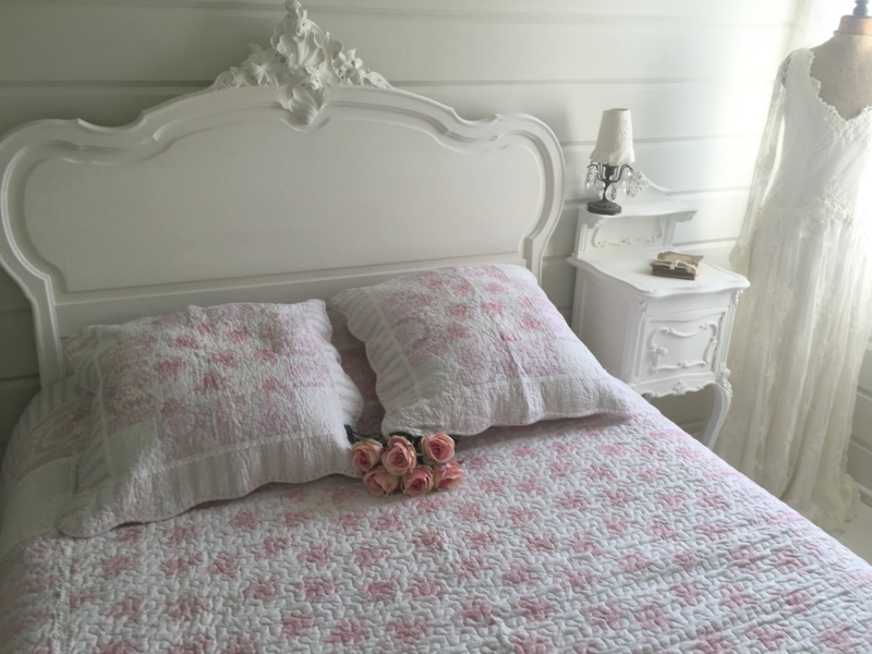 boutis mod le toile de jouy rose le monde de rose. Black Bedroom Furniture Sets. Home Design Ideas