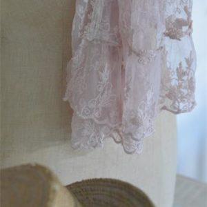 Écharpe en dentelle rose poudré