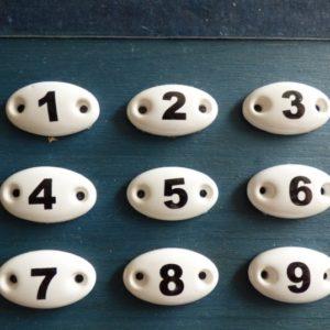 Série de 9 plaques ovales en céramique numéros meubles de métier