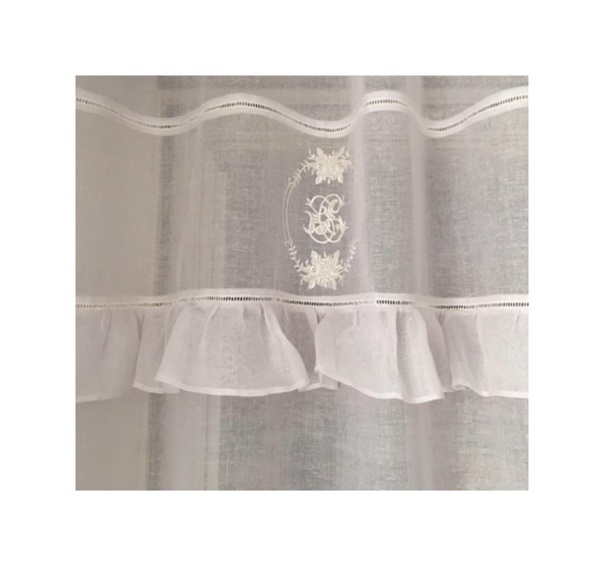 rideau volants mod le ad le blanc le monde de rose. Black Bedroom Furniture Sets. Home Design Ideas
