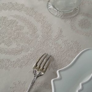 Nappe damassée beige