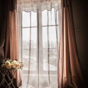 rideau voile de lin plis religieux le monde de rose