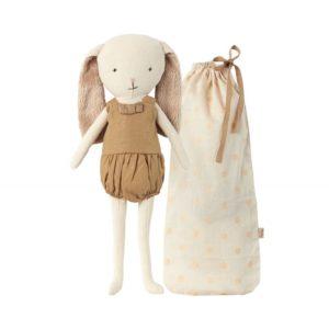 Doudou lapin avec son sac de transport
