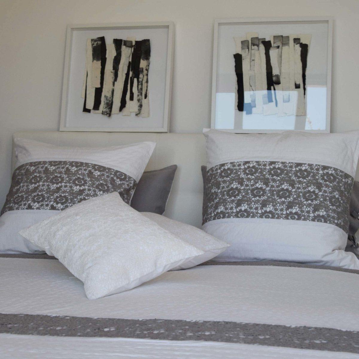 couvre lit blanc et gris Couvre lit NANTES blanc et gris   Le Monde de Rose couvre lit blanc et gris