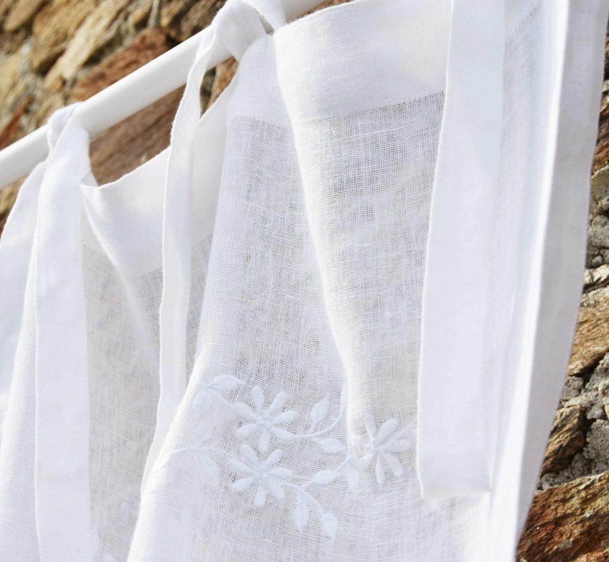 rideau en lin blanc saint paul de vence le monde de rose. Black Bedroom Furniture Sets. Home Design Ideas