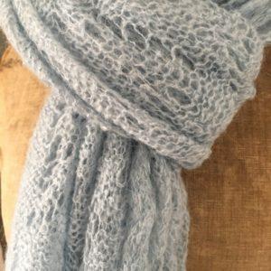 Écharpe en lainage bleu pâle