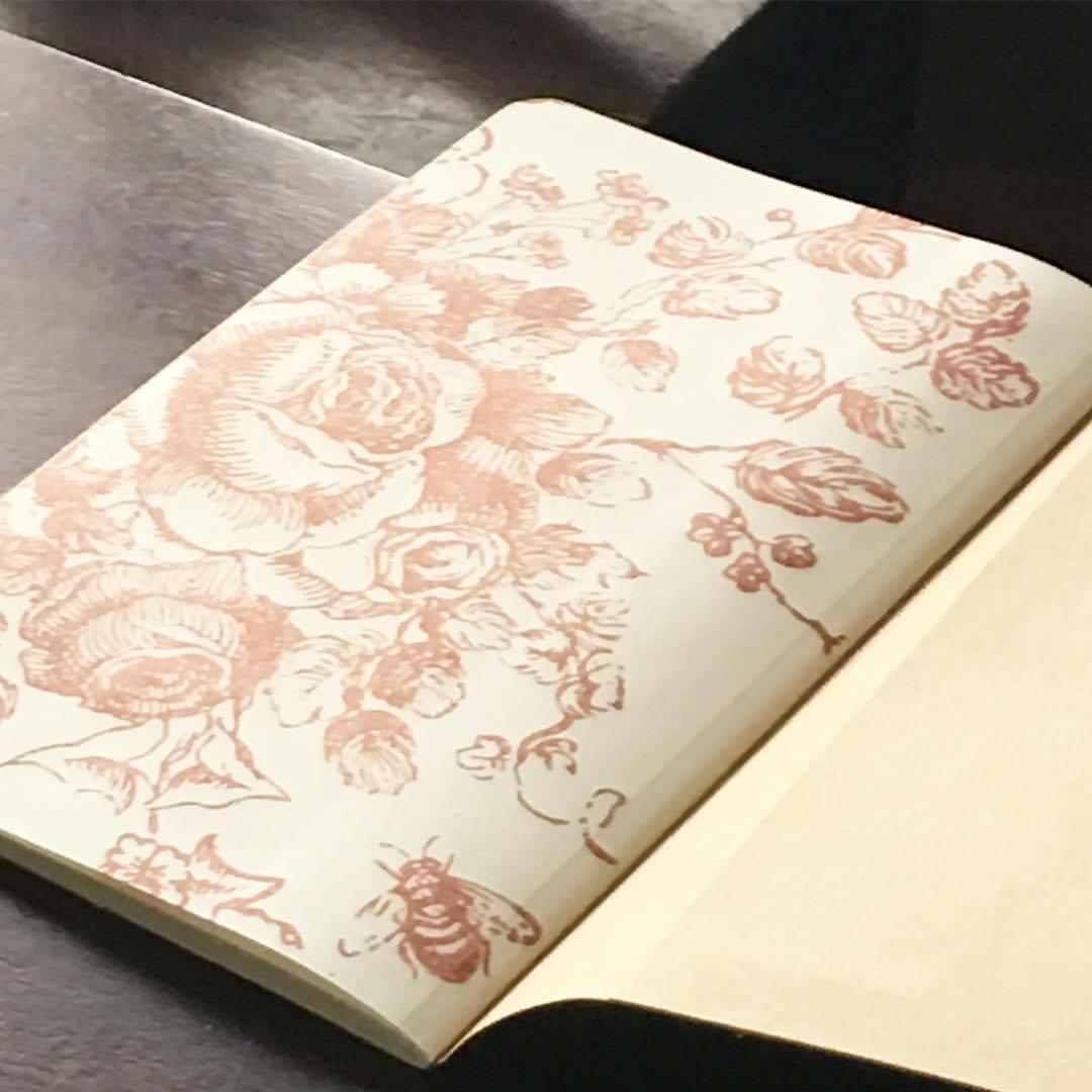tampon iod mod le floral le monde de rose. Black Bedroom Furniture Sets. Home Design Ideas