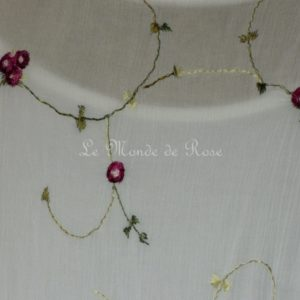 Robe brodée PETITES ROSES blanche