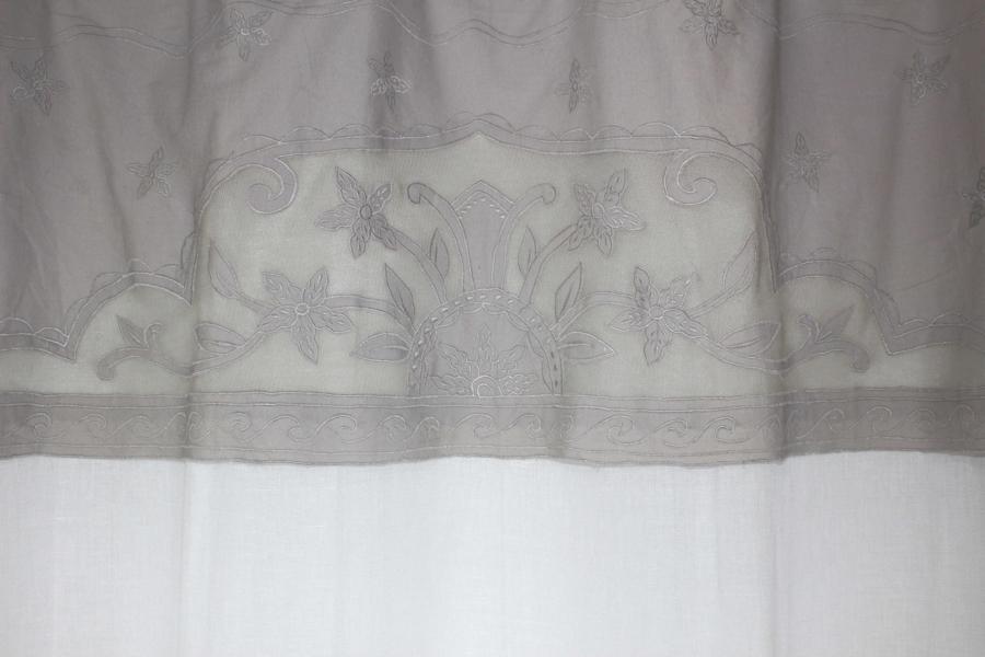 rideau voilage gris illets le monde de rose. Black Bedroom Furniture Sets. Home Design Ideas