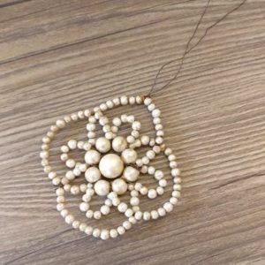 Fleur en perles à suspendre