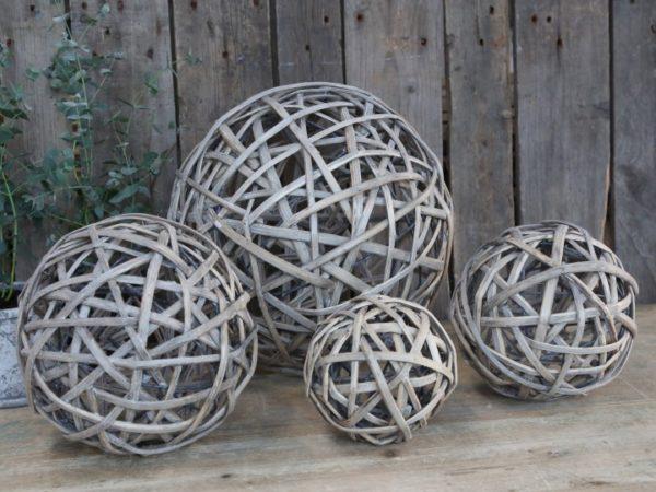 Boule décorative en osier