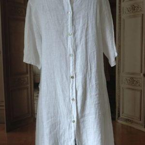 Robe en LIN blanc à BOUTONS