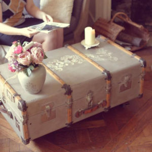 Malle cintrée vintage relooking shabby chic