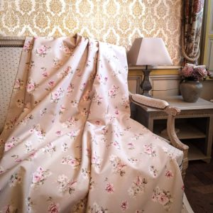 Tissu shabby motif roses petites fleurs fond beige/lin largeur 280 cm